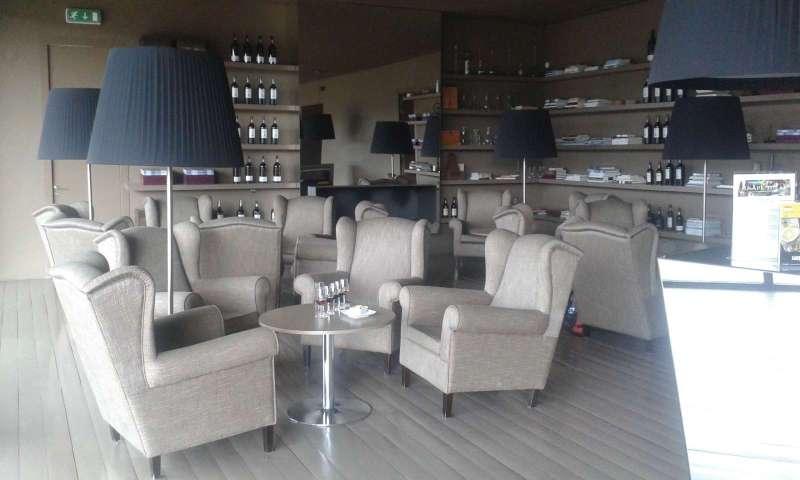 Pohodlná lounge v showroomu