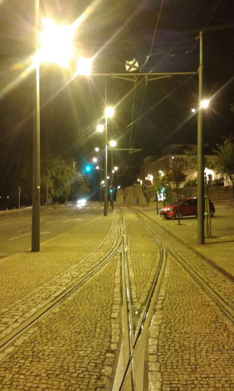 Kolem 23. hodiny na nábřeží řeky Douro, cestou na byt. Unaven, ale nadšen!
