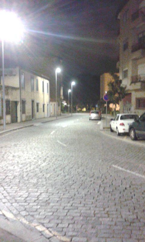 Cestou ranní ulicí Rua do Aleixo na taxík
