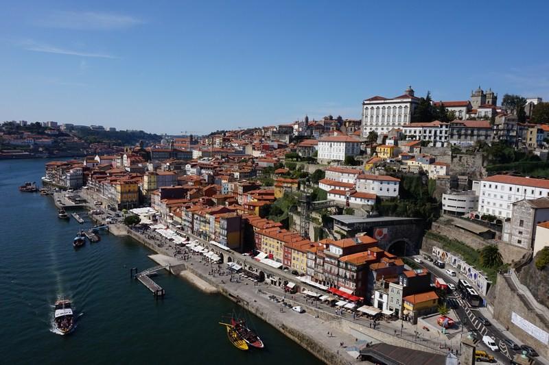 Při procházce po horním patře mostu Ludvíka I. takovýchto fotek uděláte mnoho. Ale i tak se vám Porto nikdy nezají.