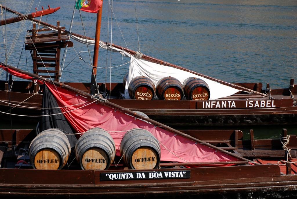 Sudy_s_portskym_vinem_na_barcos_rabelos