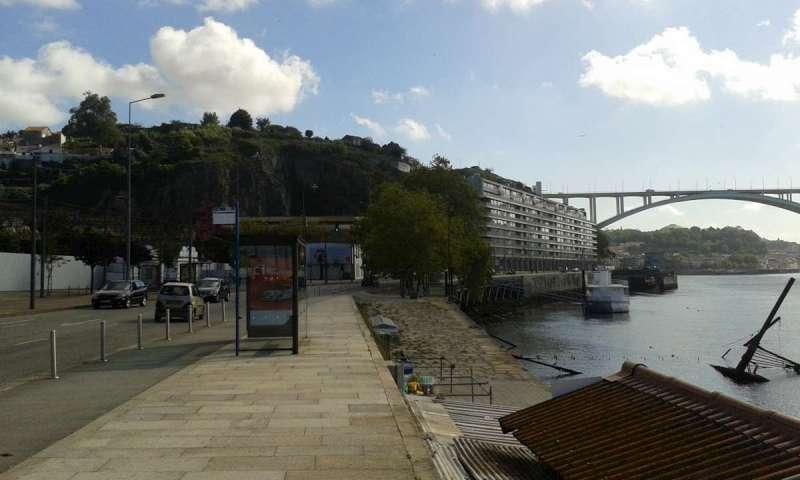 Nábřeží se zastávkou Gás - odtud jede bus č. 500 do centra na nádraží Sao Bento