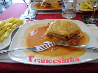 Francesinha – na sendvič s příborem
