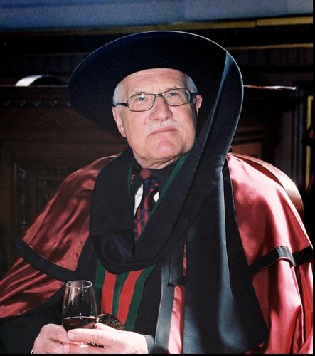 Od března 2004 požívá titulu Chancelário i bývalý prezident ČR prof. Václav Klaus