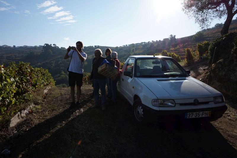 Poznáte auto, které pomáhá tomuto vinaři už přes 15 let? Vyjede prý každý kopec a moc nežere!