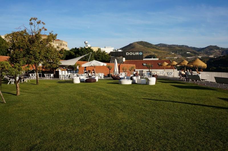 Na terase v Museo do Douro lze v klidu posedět
