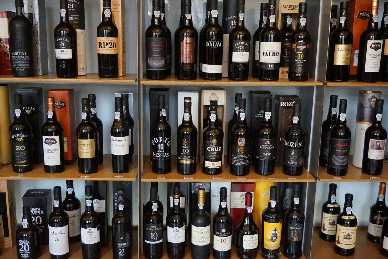 Datování staré sklenice na víno
