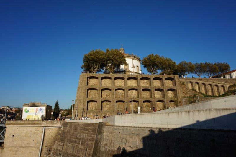 Pohled na Serra do Pilar od horní stanice lanovky