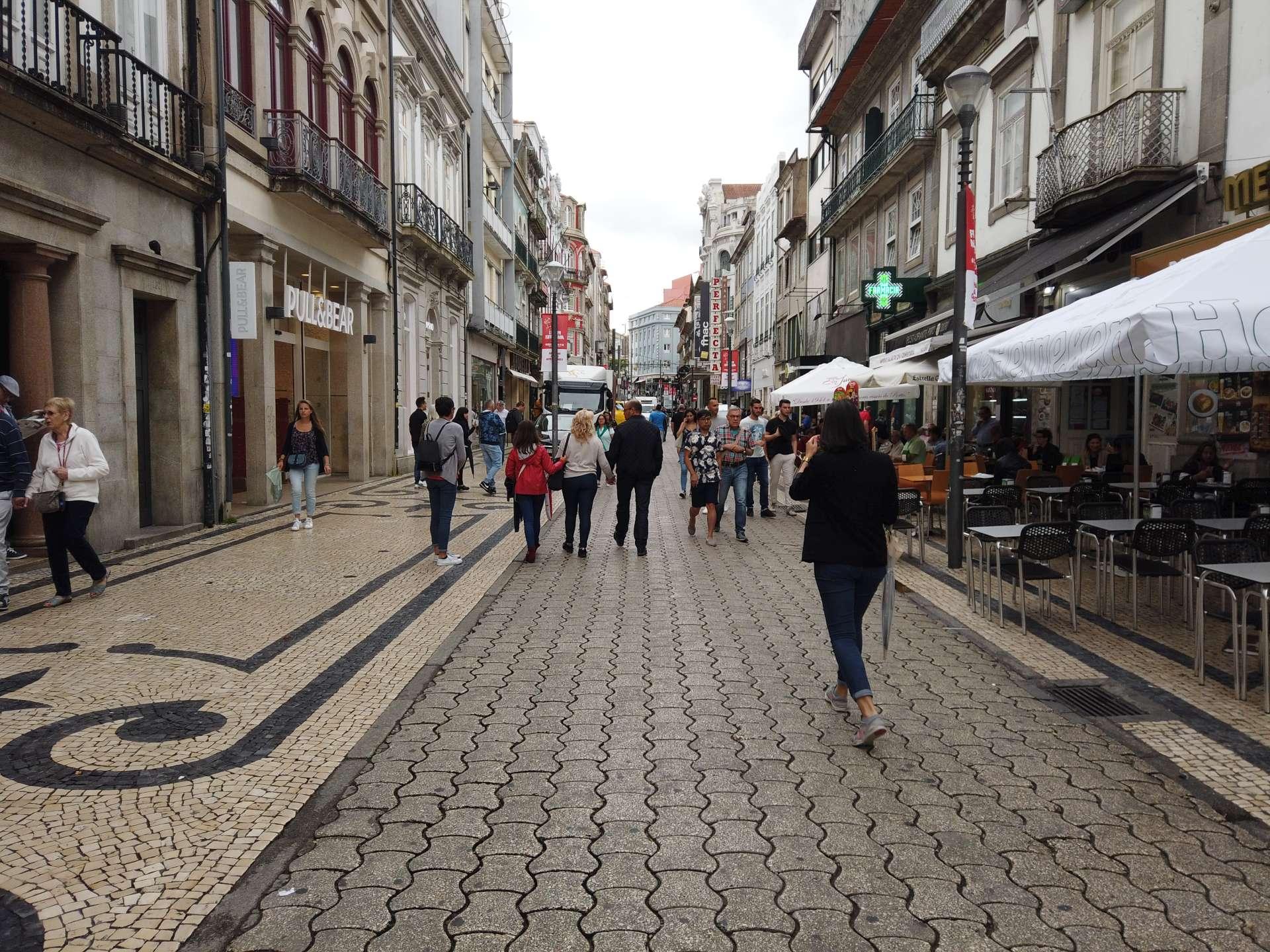 Čtvrť Bolhao je známá mnoha obchody a romantickou kavárnou Café Majestic. My šli nahoru na zastávku Batalha počkat na historickou tramvaj.