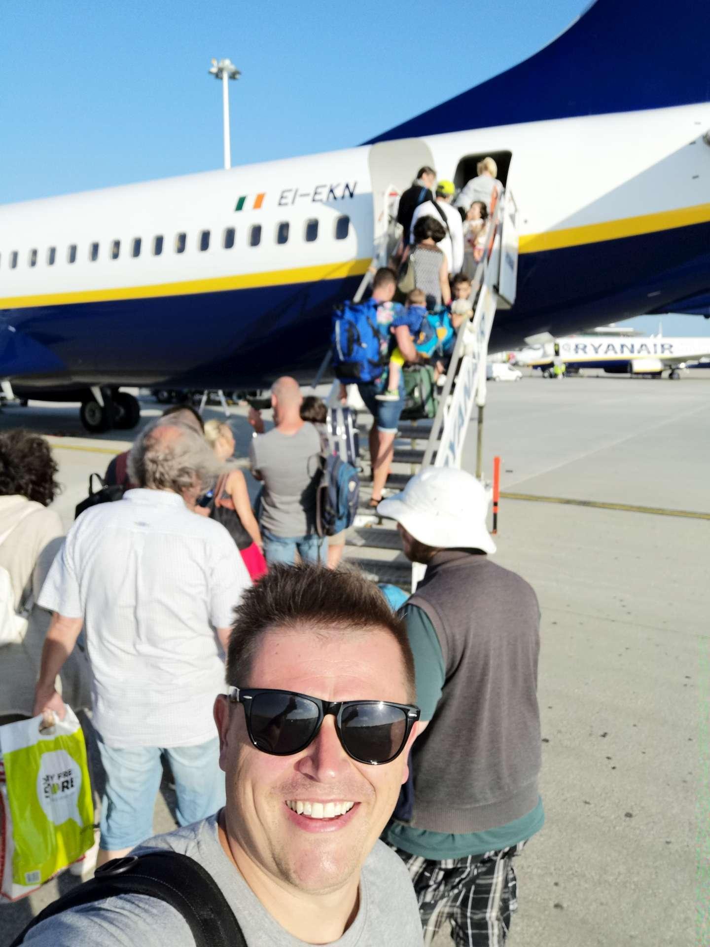 Teď už jen zbývá nastoupit do letadla a vydat se společně zase zpátky domů.