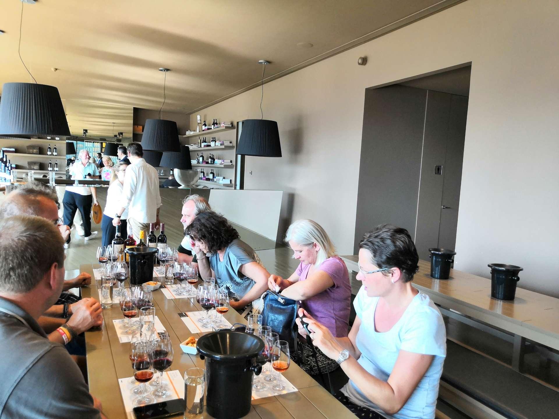 V Quinta do Seixo se nám dostalo vřelého přivítání a prvotřídního servisu. Ochutnali jsme 2 tichá vína a 3 vzorečky portského od Sandemana. Cestu sem rozhodně doporučuji!