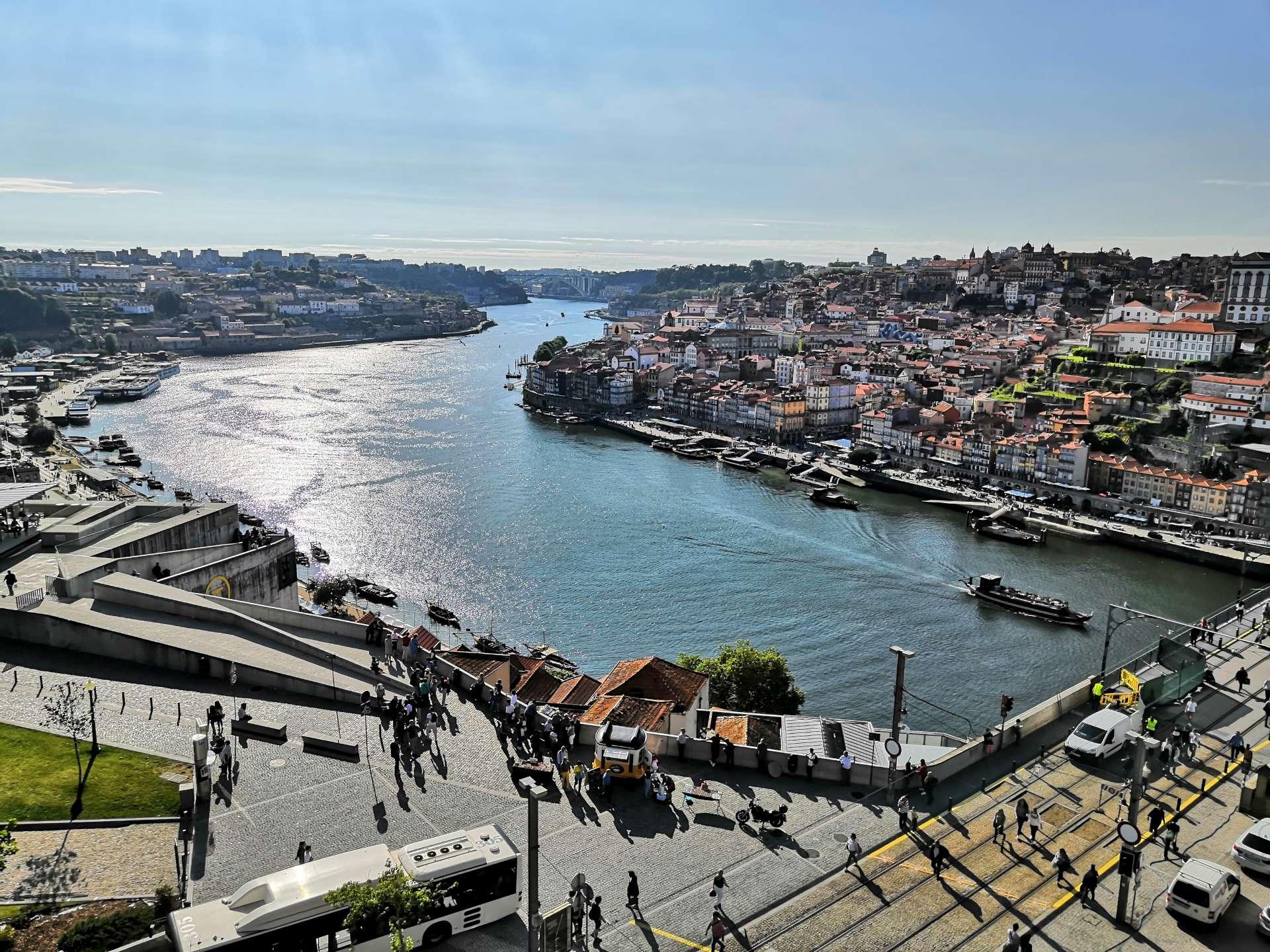 Já jsem říkal, že navečer sluníčko vyjde. Vyhlídka od chrámu Serra do Pilar patří v Gaie k nejromantičtějším.