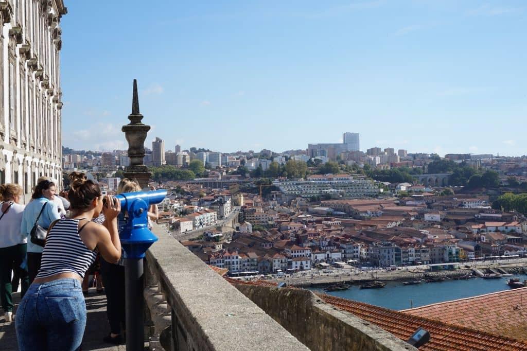 Pohled na Vila Nova de Gaia od Episkopálního paláce. Při čekání na dalekohled jsem byl lehce nervózní ...