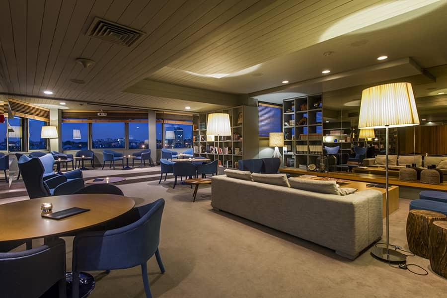 Příjemně klidné lobby hotelu