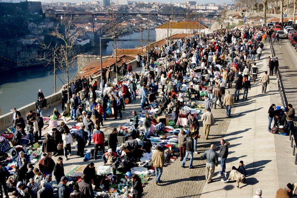 V sobotu si přivstaňte a vyražte sem na trh. Seženete všechno možné. (zdroj: localporto.com)