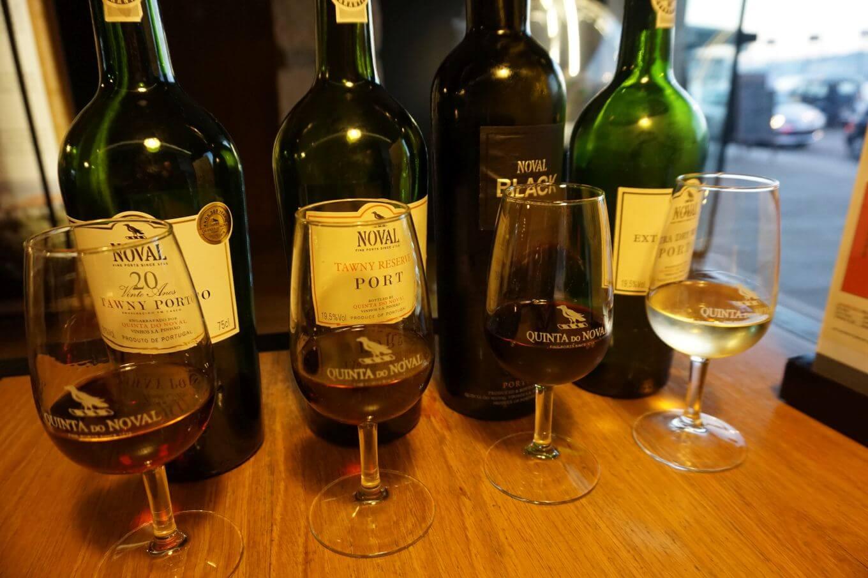 Nejlépe chutná portské víno Tawny Reserva ve společnosti dalších skvělých vzorků. Zajděte si na ně třeba do tasting house Quinta do Noval ve Vila Nova de Gaia.