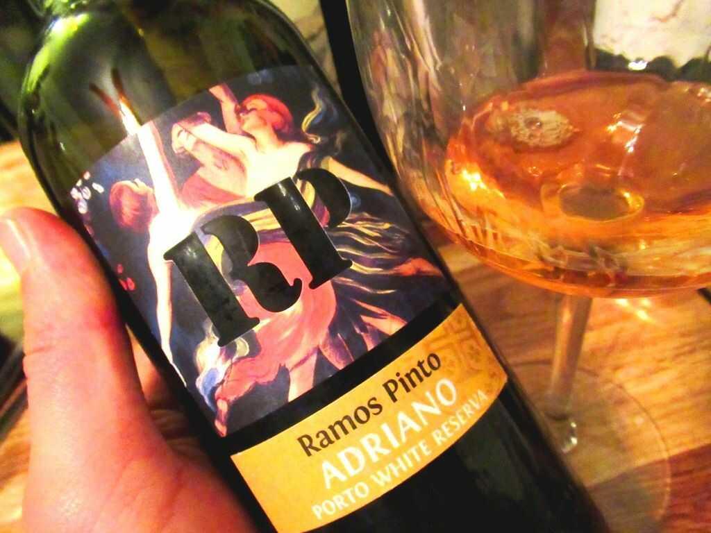 Vinařství Ramos Pinto si odjakživa zakládá na zdařile graficky vyvedených motivech na etiketách a plakátech (zdroj: Urbina Vinos Blog)