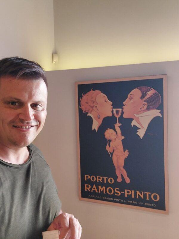 Asi nejznámější plakát od Ramos Pinto
